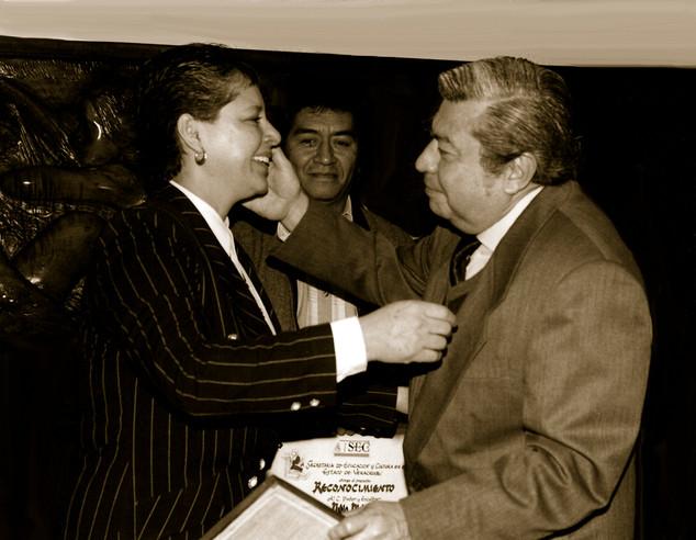 Mtra. Iris Aburto artísta plástica y Roberto Bravo. 1990