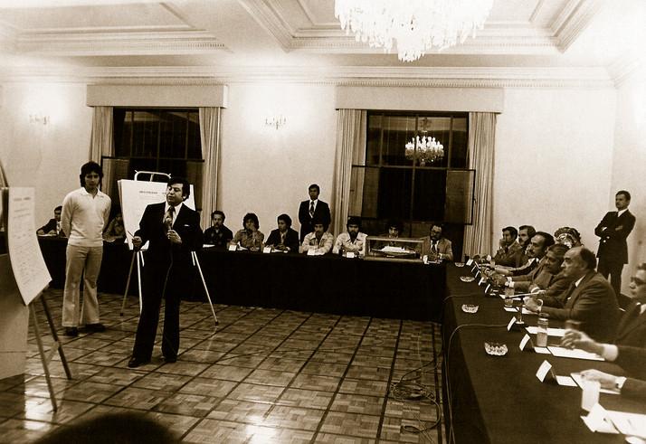 Los Pinos (derecha-izquierda) Rafaél moreno Luce, José López Portillo, presidente de la república, Rafaél Hernández Ochoa, gobrnador de Ver. y Emilio Gidi Villareal. 1976