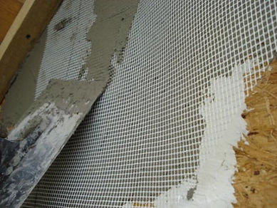 nanesenie-kleya-na-fasad-doma-600x450.jp