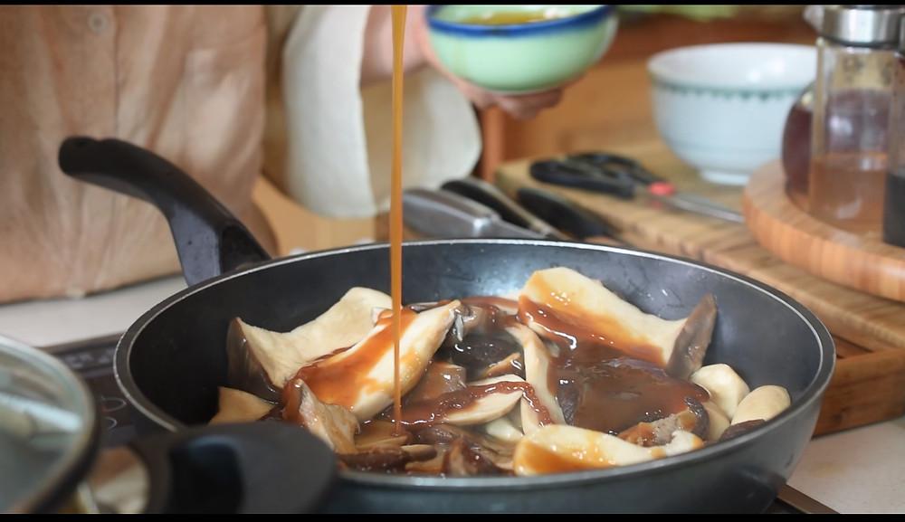 Syrop de riz sur poêlé de champignon