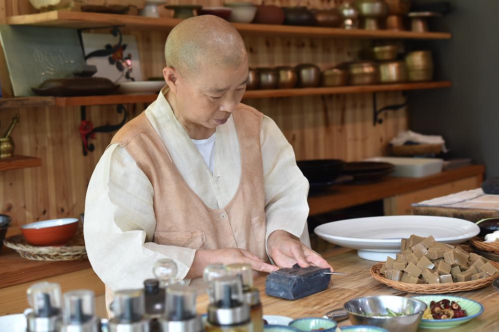 Chungjang découpé par la Chef Jeong Kwan