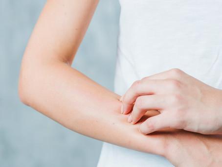 Reações alérgicas na pele: saiba o que fazer
