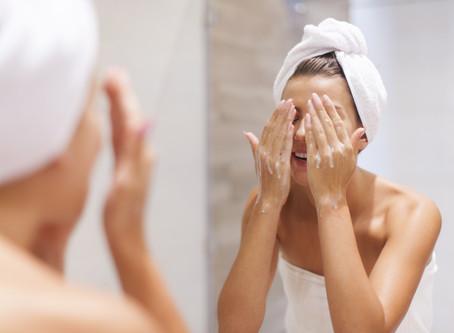 Por que é tão importante limpar a pele todos os dias?