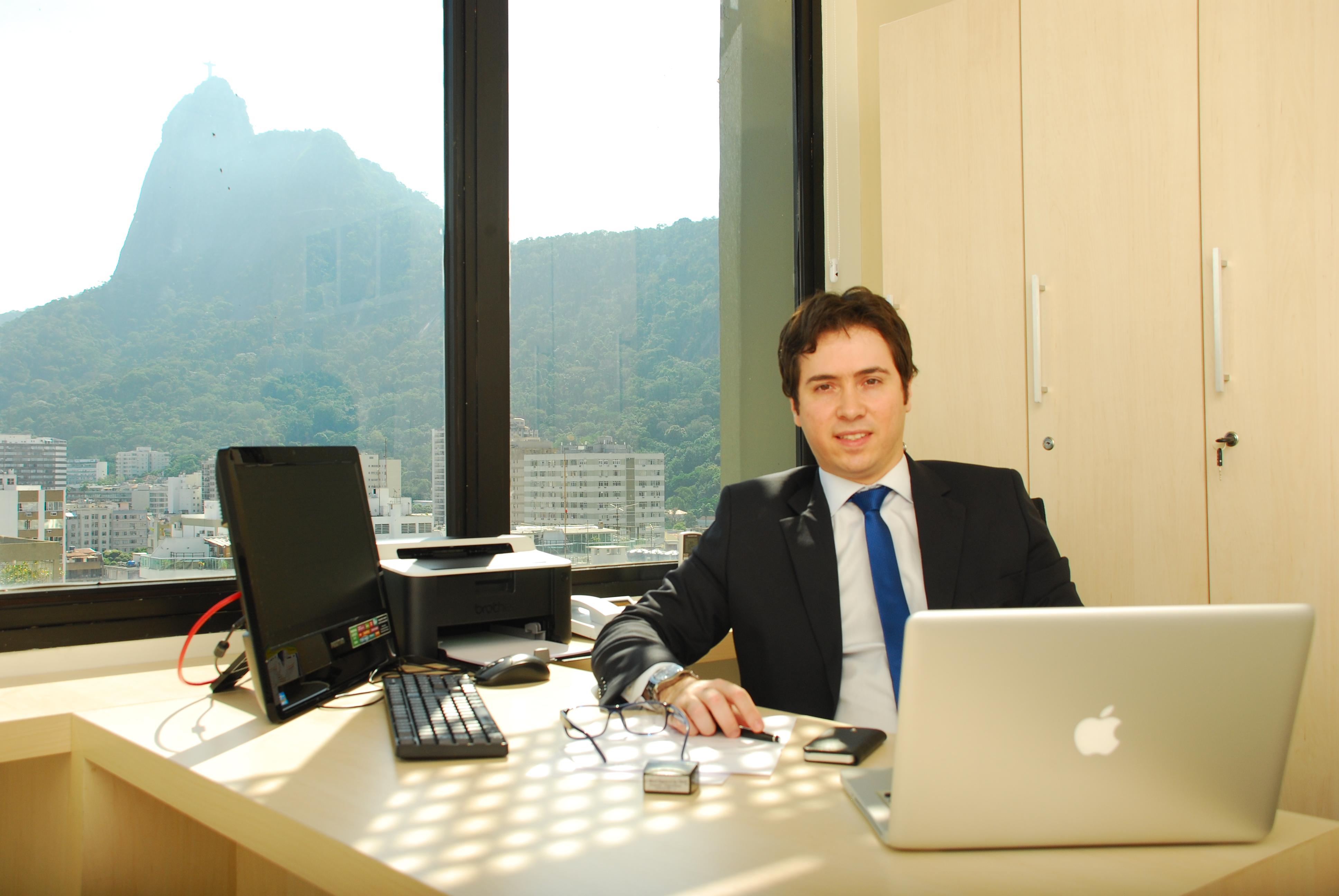 Dr. Marcelo Bragança dos Reis