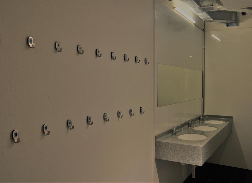 Bathroom Level 2_2.jpg