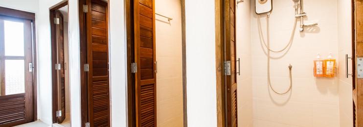 5 Beds Queen Sized Mixed Dorm Bathroom
