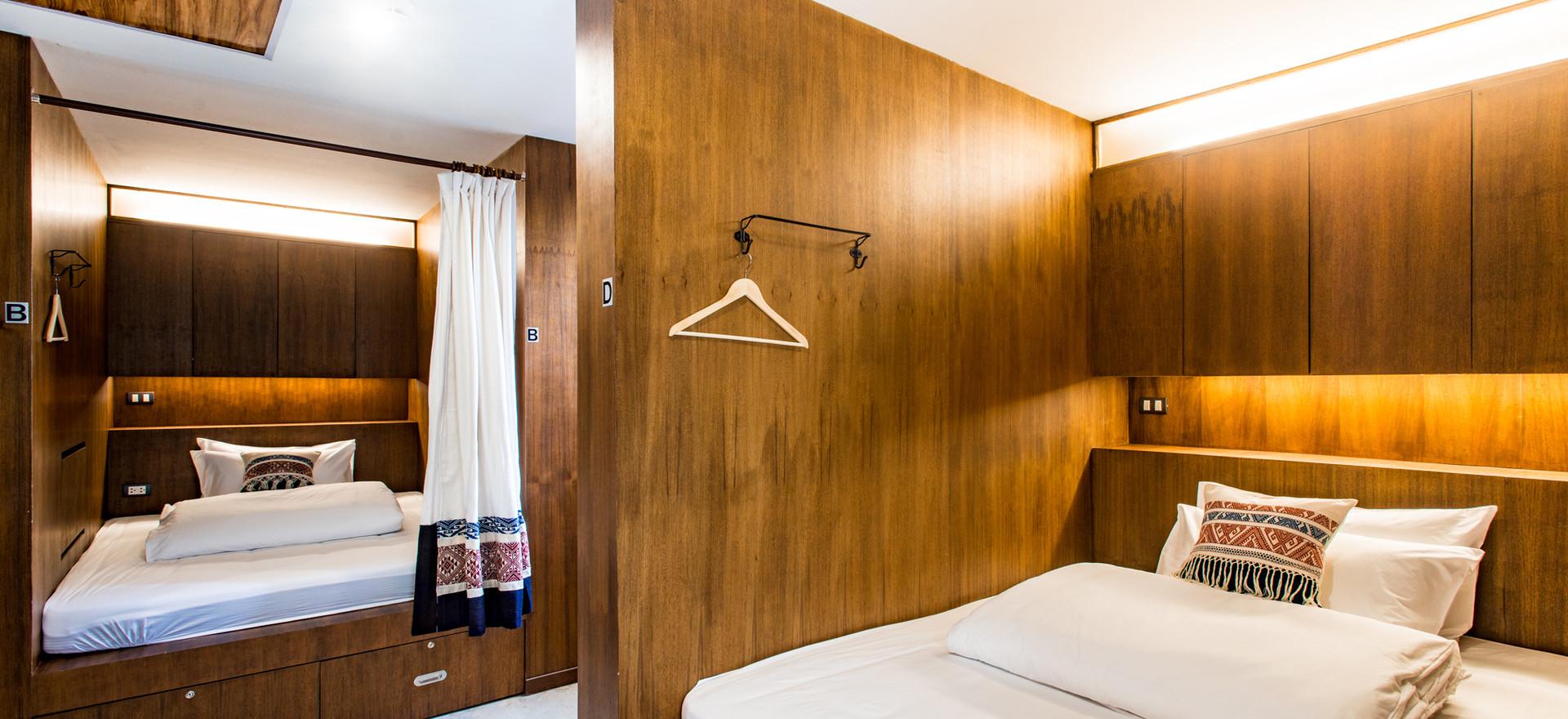 5 Beds Queen Sized Mixed Dorm