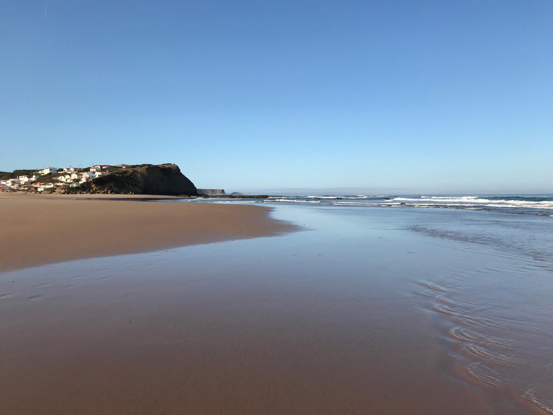 Monte Clerigo Beach is reachable in 7 mins by car from Casa da Vida II