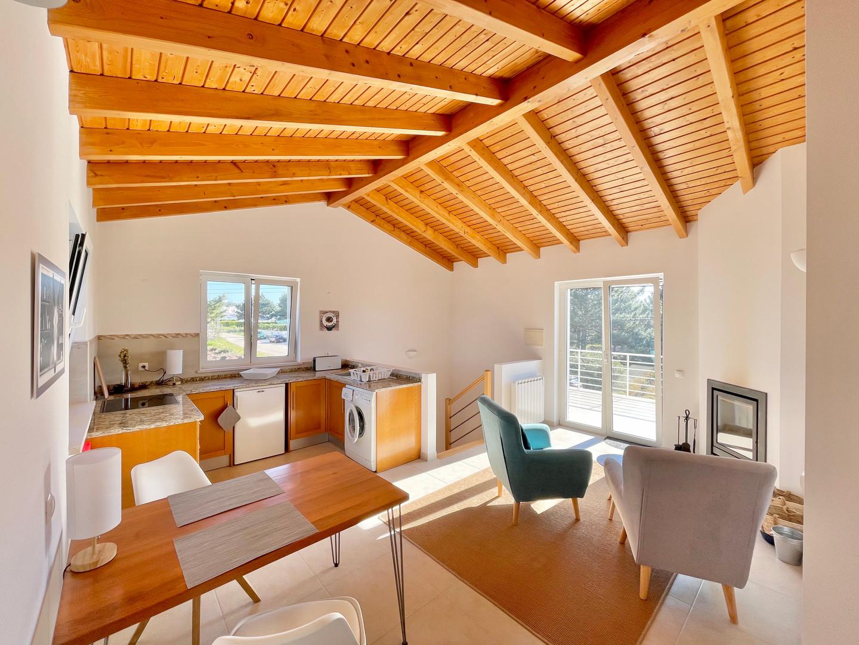 Casa da Vida II | Upstairs Studio Unit with Kitchenette