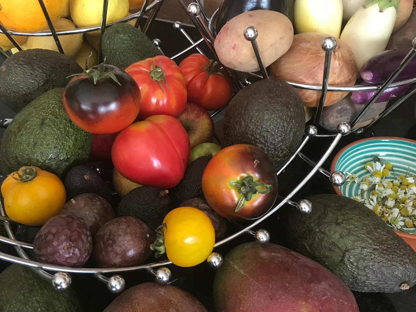 Organic vegetables & fruits are availabl