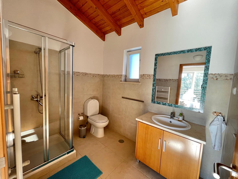Casa da Vida II | Vacation Rental Villa | Upstairs Bathroom