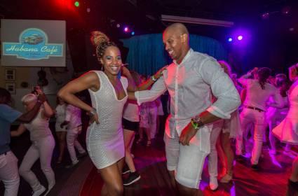 ¿Que es el baile casino, o estilo cubano?