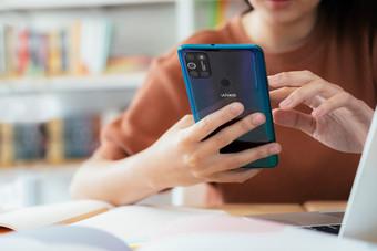 El 80% de los jóvenes españoles revisa quién da like a sus publicaciones en redes sociales