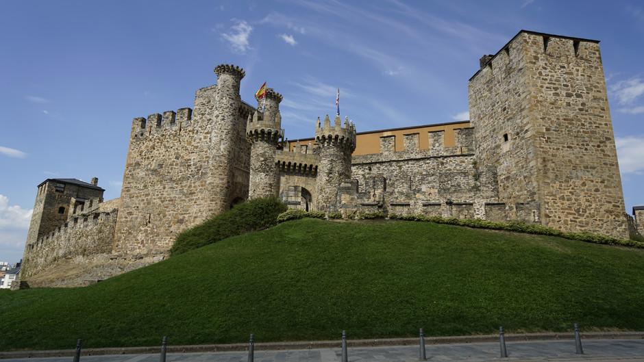 León, entre torreones y castillos
