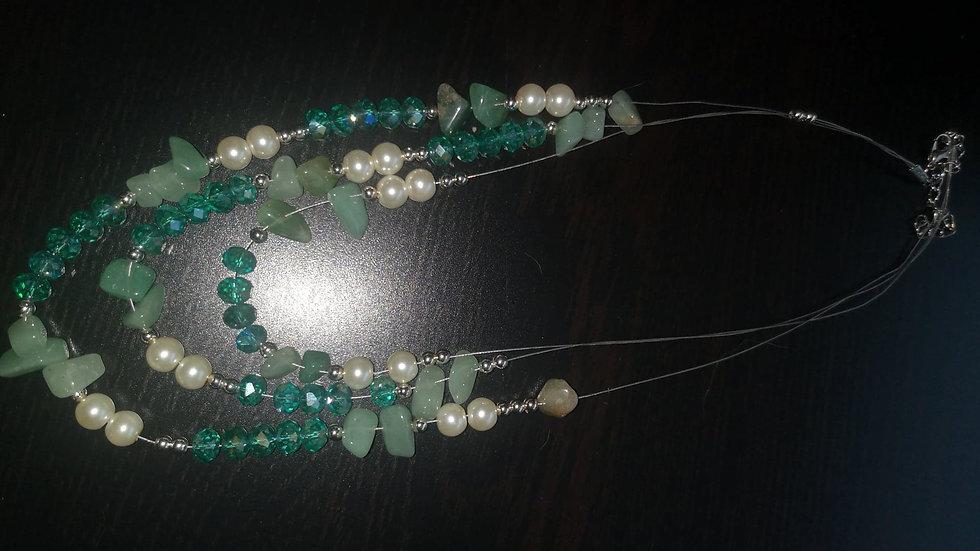collier de petites pierres