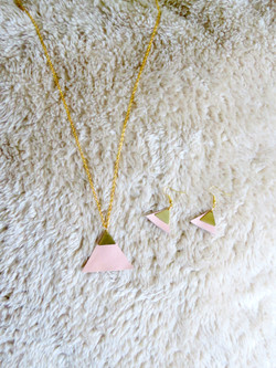 Triangle/ gold