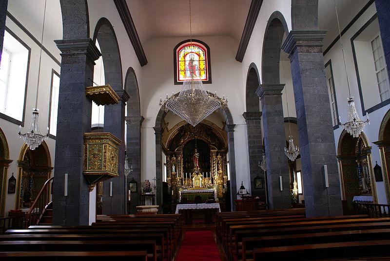 800px-Igreja_de_São_Mateus,_nave_central,_vila_da_Praia,_ilha_Graciosa,_Açores,_