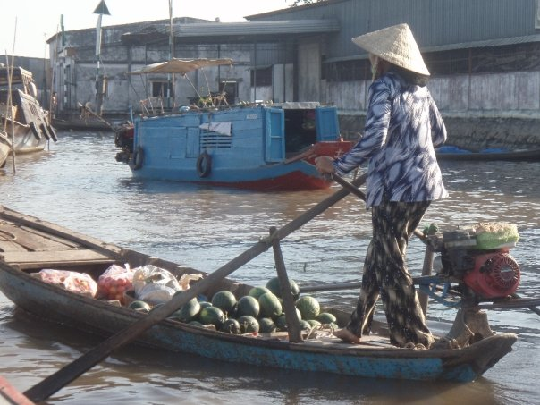 vietnam 1 lady and 1 boat
