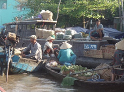 vietnam boats hats 1
