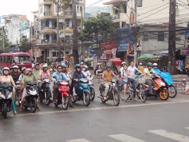 vietnam street stop motos