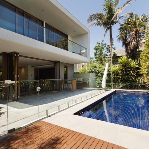 Rear-garden-of-a-contemporary-Australian-home-with-pool-502127176_5184x3456.jpeg