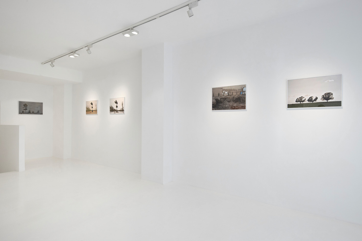 Installation View: All works are Untitled, 2014 - 2019 Print on Epson paper  40 x 60 cm; Photo: Loic Thebaud © Galerie Maria Behnam-Bakhtiar