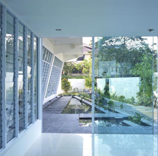 House X2 - Courtyard.jpg