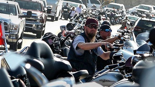 Motorcycle rally 01.jpg