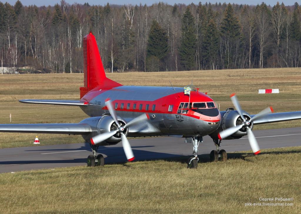 """Ил-14Т """"Пингвин"""" - посадка в Орловке"""