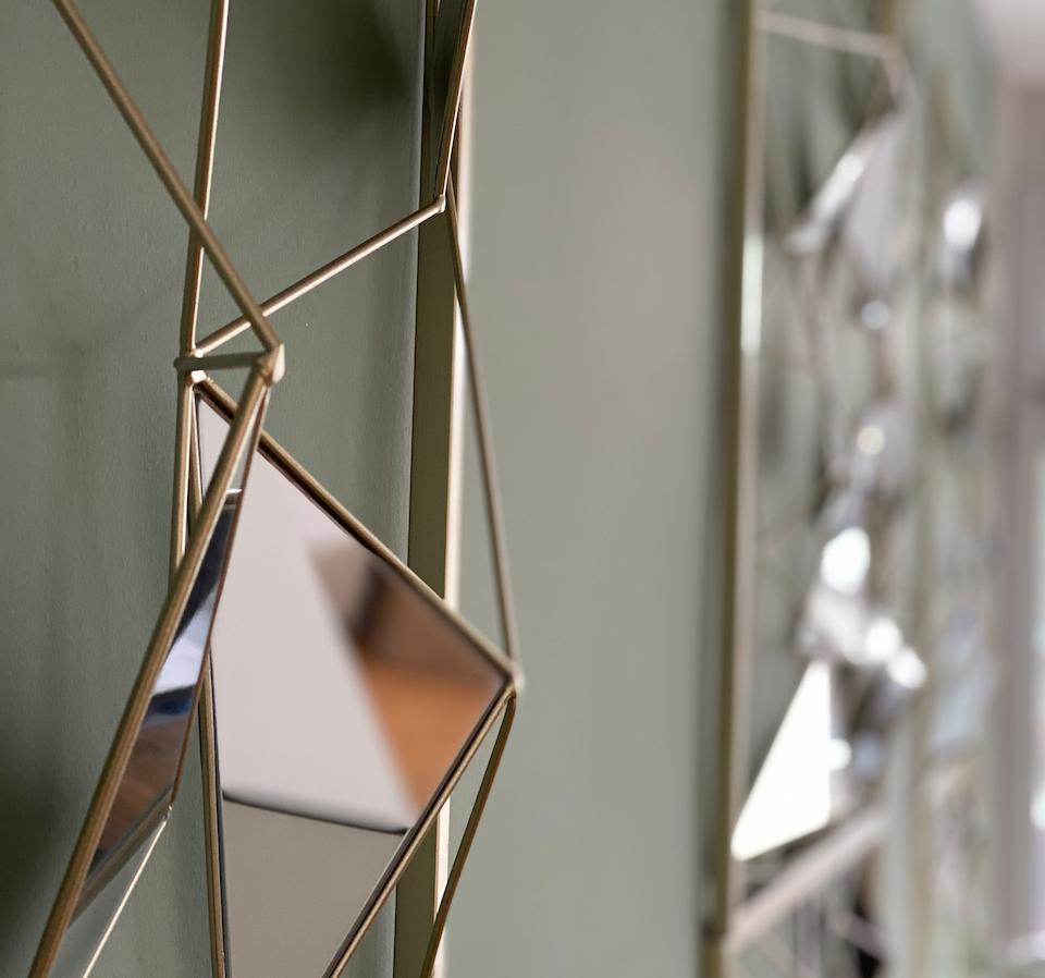 Green Livingroom Wall_Mirror.png