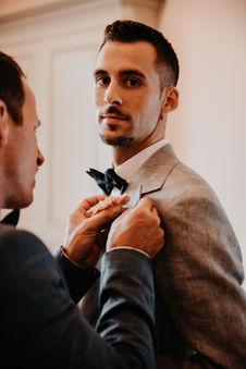 Switzerland city wedding_gettingready groom