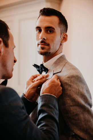 Switzerland city wedding_gettingready groom