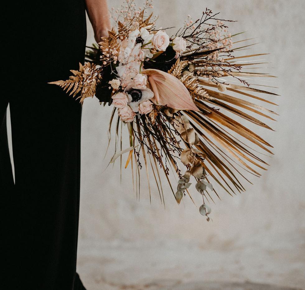 Spanish_bride_Flower_Bouquet_gold_black.