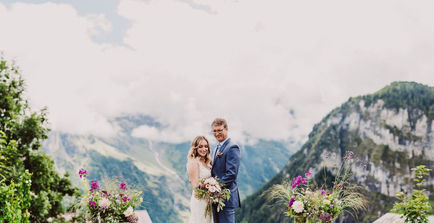 Swiss destination wedding_couple with flowers