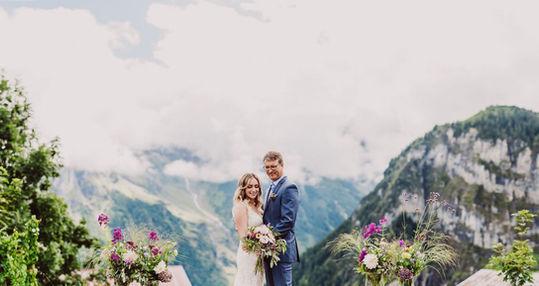 Swiss destination wedding_couple with flowers