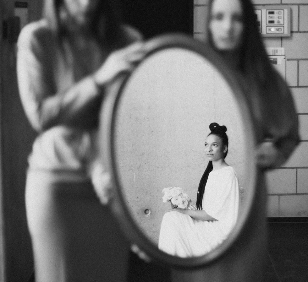 Mirror oval_Bridal Shooting_Gaea Design.