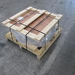 ベニヤ+木材補強天板付パレット梱包後.JPG