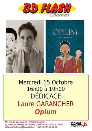 """Laure Garancher en séance de dédicaces à la librairie """"BDflash"""" de Chartres"""