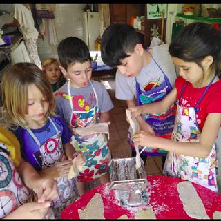 niños cocinandoo.png