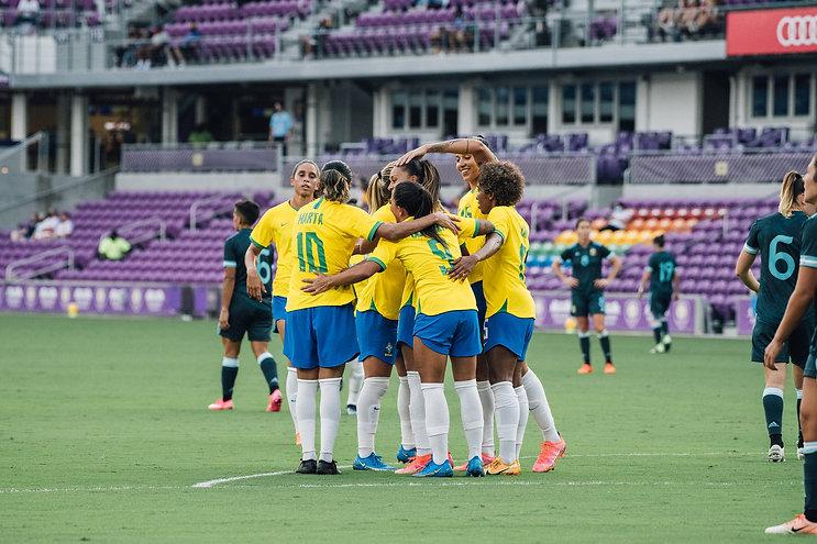comemoracao-brasileira-em-gol-na-she-bel