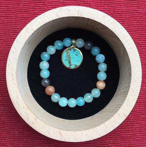 """Bracelet with pendant letter """"L"""""""