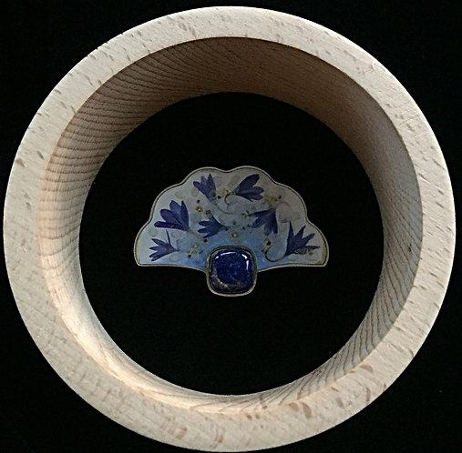 Brooch with lapis lazuli