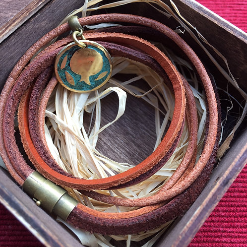 Bracelet with thin brown leather