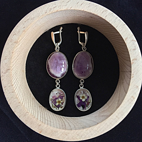 Earrings with fluorite