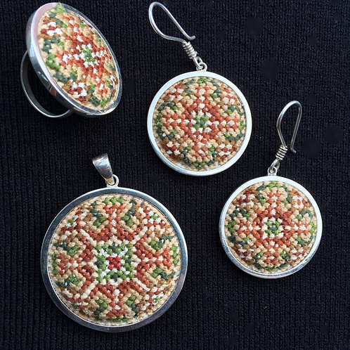 Set of round earrings, pendant & ring