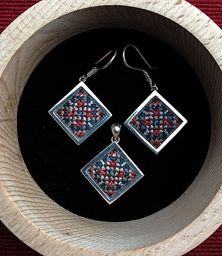 Square earrings and pendant