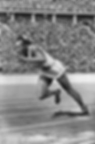 Jesse Owens running in the 1936 Olympic