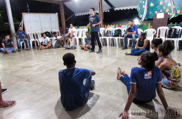 Oficina de teatro com alunos do Projeto Robótica para dar abertura as atividades.