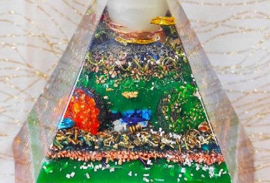 """Pyramide Pentagonale XXL: """"Le Soleil Blanc"""""""