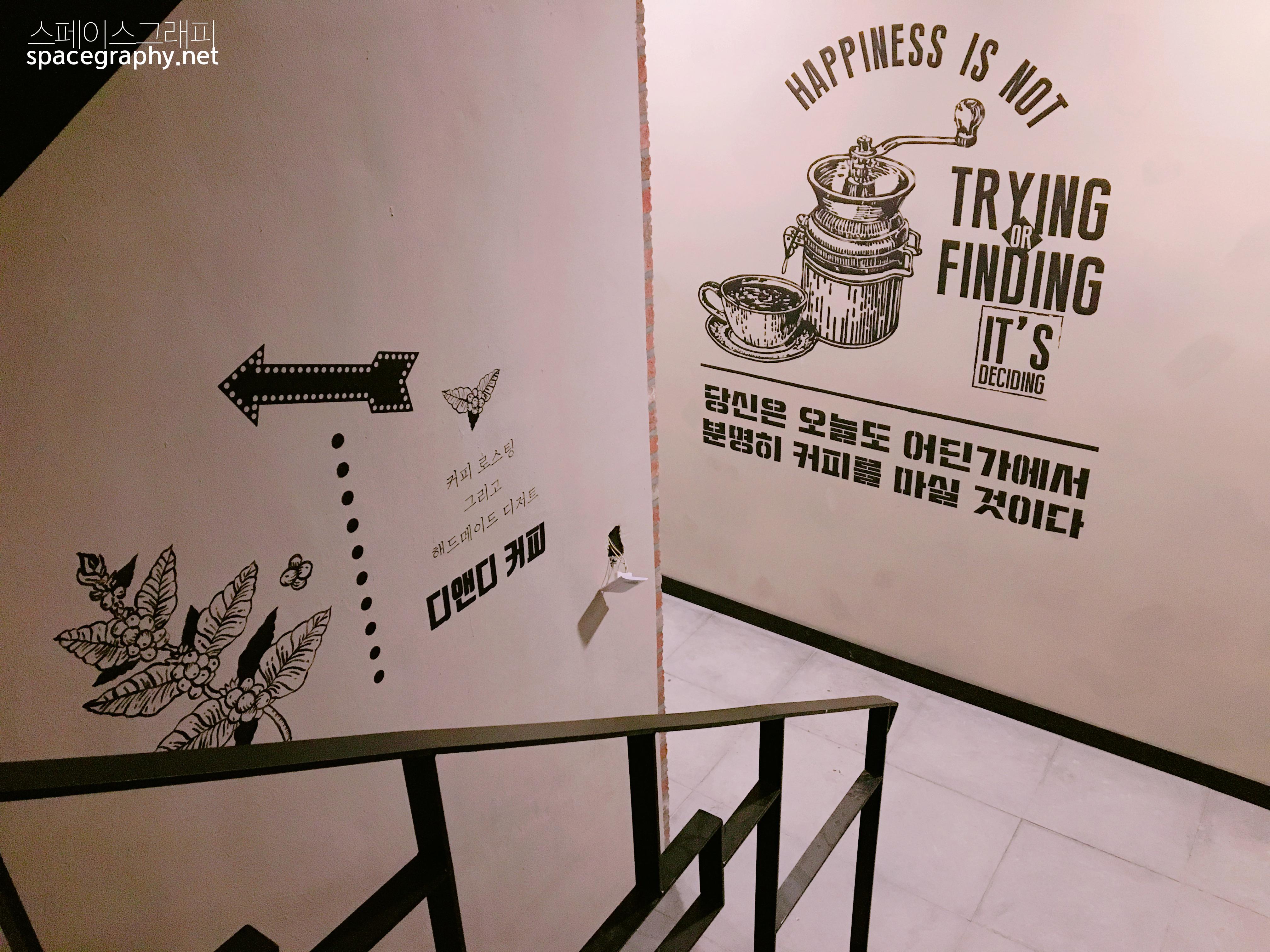 카페인테리어_카페벽화_라인벽화_라인드로잉벽화_빈티지벽화_커피숍벽화_커피숍인테리어_스텐실벽화_1
